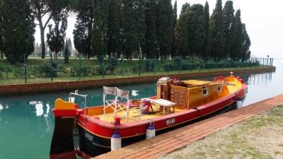hidden venice to discover in traditional bragozzo boat